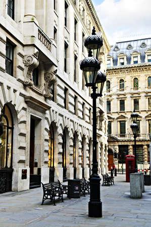 Anciens bâtiments sur la rue piétonne en ville de Londres Banque d'images - 5553941