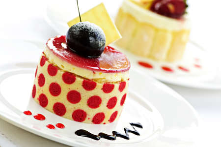 Fancy gourmet desserts geïsoleerd op witte achtergrond  Stockfoto