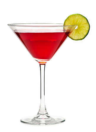 copa de martini: Bebida c�ctel cosmopolita aislado sobre fondo blanco