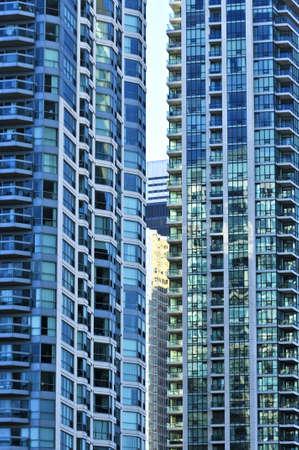Tall condominium of flat gebouwen in de stad Stockfoto
