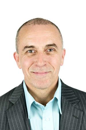 vecchiaia: Ritratto di uomo sorridente isolato su sfondo bianco