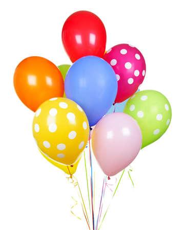 globos de cumpleaños: Globos de helio coloridos aislados sobre fondo blanco