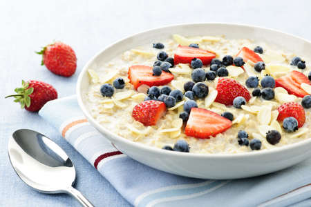 Bowl of hot oatmeal breakfast cereal with fresh berries Banco de Imagens