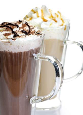 chocolat chaud: Boissons latte de caf� et de chocolat chaud � la cr�me fouett�e