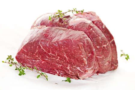marbled: Arrosto di carne crude legato e pronto per la cottura