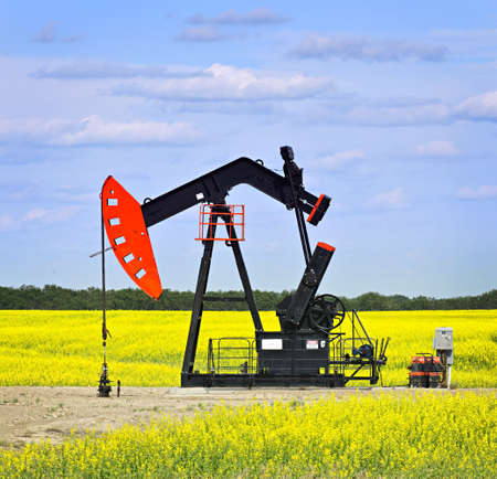 oil and gas industry: Oil pumpjack or nodding horse pumping unit in Saskatchewan prairies, Canada Stock Photo