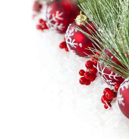 Red Weihnachtsschmuck mit Pine Niederlassungen mit textfreiraum