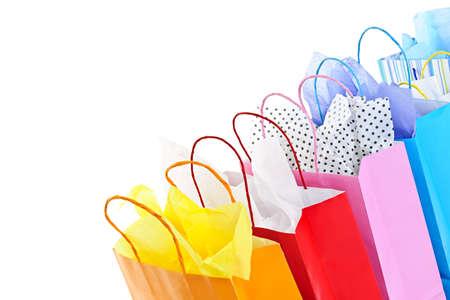 Veel kleurrijke shopping tassen op witte achtergrond