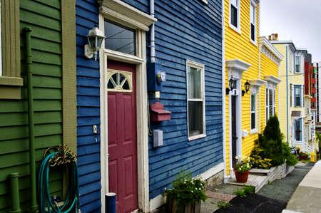 colourful houses: Coloridas casas en San Juan de Terranova, Canad�