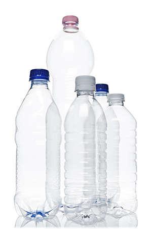 botellas vacias: Surtido claro vac�os botellas pl�sticas de reciclables aislados en blanco Foto de archivo
