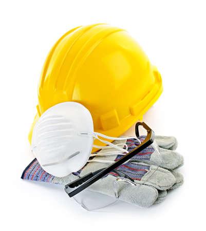 建設安全ヘルメット、防毒マスク、ゴーグルと手袋を白で隔離される装備