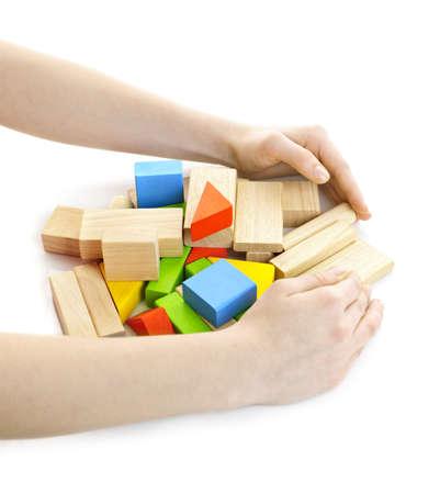 pull toy: Manos recopilaci�n pila de juguetes de madera de bloques aislados en blanco Foto de archivo