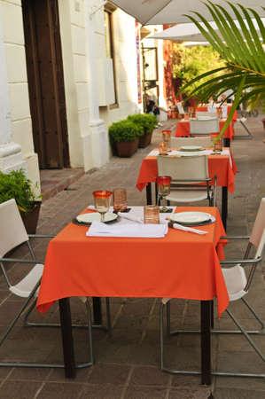manteles: Patio del restaurante al aire libre en la calle de Guadalajara, M�xico