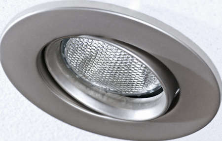 lighting fixtures: Primer plano de iluminaci�n olla luz empotrada en el techo de teja