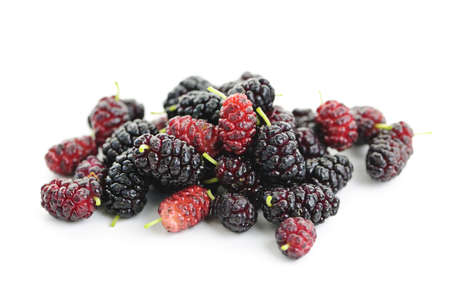 Fresh ripe mulberry berries isolated on white background Banque d'images