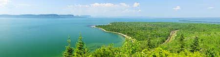 jezior: Panoramiczne krajobrazu północnym brzegu jeziora Superior w Ontario, Kanada Zdjęcie Seryjne