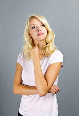 dudando: Retrato de reflexiva joven cauc�sica buscar