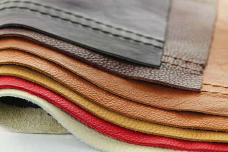 다양한 색상의 바느질과 천연 가죽 실내 장식 샘플 스톡 콘텐츠
