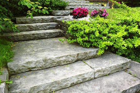 집 정원에 조경 자연적인 돌 계단
