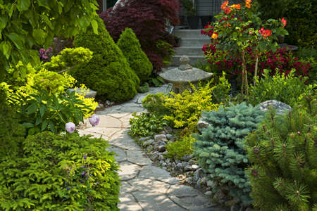landscaping: Natural flagstone path landscaping in home garden Stock Photo