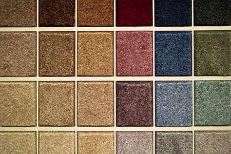 Monsters van tapijt vlekken in verschillende kleuren