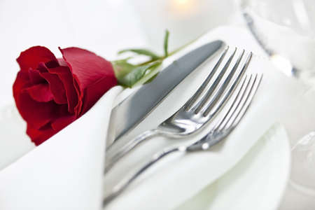 Romantic table setting with rose plates and cutlery Stok Fotoğraf