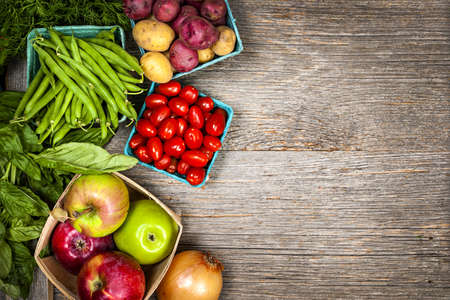 obst und gem�se: Frische Bauern-Markt Obst und Gem�se von oben mit Kopie Raum