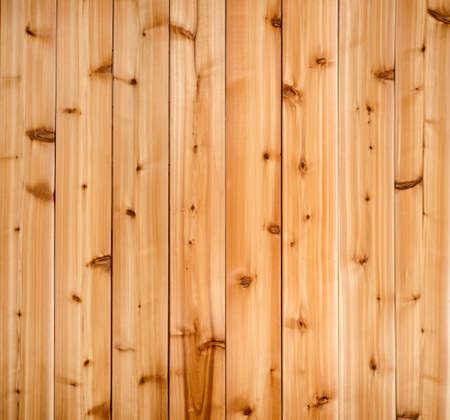 木目調テクスチャを示す木製の赤いヒマラヤ スギ板の背景 写真素材