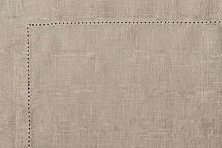 Borde de la servilleta de tela de lino en color natural, primer macro de la textura de la tela. Foto de archivo
