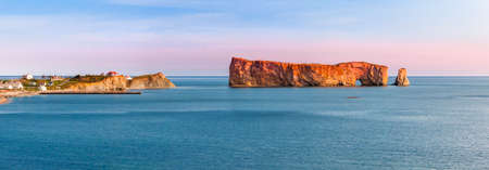 Perce Rock panoramic view from  Gaspe Peninsula at sunset  in Quebec, Canada Standard-Bild