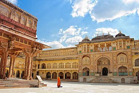 Detail van versierde toegangspoort. Amber fort. Jaipur, India