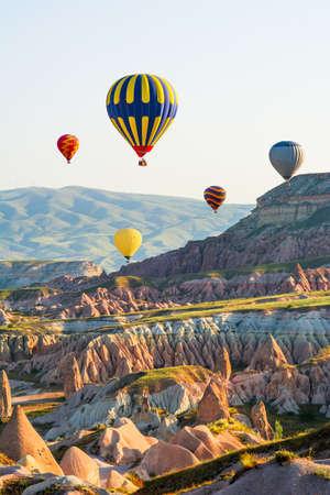 カッパドキアの気球飛行の偉大な観光名所。カッパドキアは、熱気球で飛行する最高の場所の一つとして世界的に有名です。ギョレメ, カッパドキア