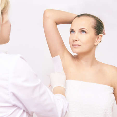 Waxing woman body. Sugar hair removal. laser service epilation. Salon wax beautician procedure. Archivio Fotografico - 114856441