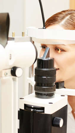 Eye ophthalmologist exam. Eyesight recovery. Astigmatism check concept. Ophthalmology diagmostic device. Beauty girl portrait in clinic. Zdjęcie Seryjne - 131841525