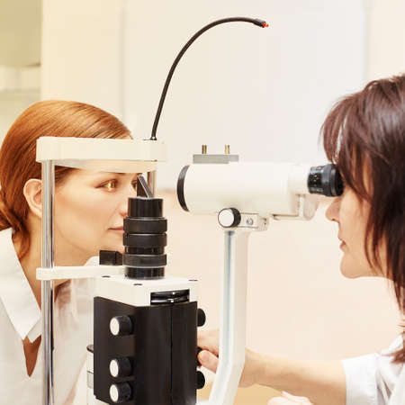 Eye ophthalmologist exam. Eyesight recovery. Astigmatism check concept. Ophthalmology diagmostic device. Beauty girl portrait in clinic. Zdjęcie Seryjne - 131841644