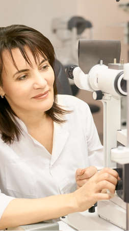Eye ophthalmologist exam. Eyesight recovery. Astigmatism check concept. Ophthalmology diagmostic device. Beauty girl portrait in clinic. Zdjęcie Seryjne - 131841657