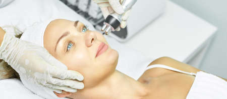 Dermatology skin care facial therapy. Medical spa anto wrinkles procedure. Woman face rejuvenation. Pretty girl. Rf cosmetician equipment. Zdjęcie Seryjne - 131842106