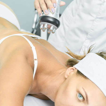 Perfect radio treatment. Woman at spa procedure. Doctor hand and girl body. RF cosmetology lifting. Back body. Zdjęcie Seryjne
