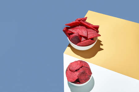 Organic tasty chips. Sliced beetroot. Фото со стока