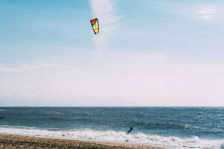Kite surf in the ocean. Silhouette. Paradise nature. Banco de Imagens