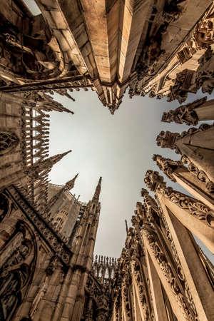 Duomo di Milano, Milan juillet 2018. Le toit de la cathédrale, vue grand angle Banque d'images