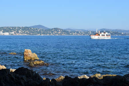 saint tropez: Sea, rocks and boats in Saint Tropez