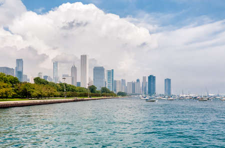 Lake Michigan with Chicago Skyline in the background Standard-Bild
