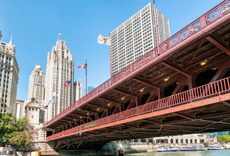 michigan avenue: Michigan Avenue Bridge - DuSable Bridge in downtown Chicago.