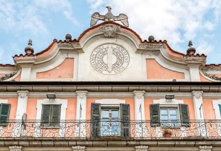 reloj de sol: Estense Palace (Palazzo Estense) facade with a sundial, topped by the Este Eagle, Varese, Italy Foto de archivo