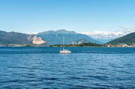 Landscape of Lake Maggiore on a summer day, Laveno Mombello, Italy 版權商用圖片 - 72064227