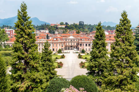 Gardens of Estense Palace (Palazzo Estense), is one of the most popular place of Varese, Lombardy, Italy. 版權商用圖片 - 75002327