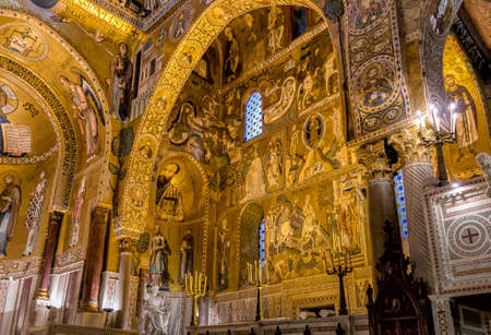 Saracen arches and Byzantine mosaics in Palatine Chapel of the Royal Palace in Palermo, Sicily, Italy Éditoriale