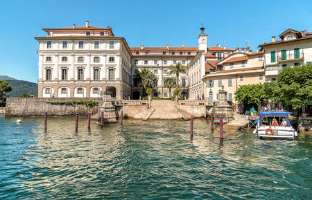 Stresa, Verbania, Italy - June 18, 2018: View of the Renaissance palace on the Bella Island or Isola Bella, one of the Borromean Islands on the lake Maggiore in Verbania, Stresa, Italy 報道画像