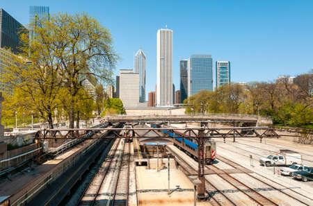 View of Chicago Downtown Skyline with railroad yard under bridge, Chicago, USA 版權商用圖片